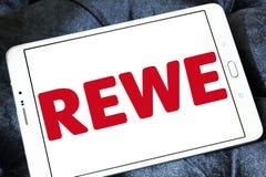 Логотип цепи супермаркетов REWE Стоковые Фотографии RF