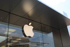 Логотип Яблока на магазине Яблока Lincoln Park, Чикаго Стоковая Фотография RF