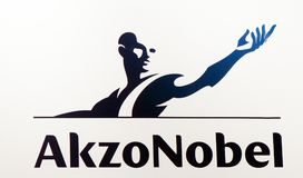 Логотип Akzo nobel на стене в Амстердаме стоковое изображение rf