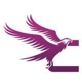 Логотип c инициала хоука вектора фиолетовый храбрый стоковая фотография rf