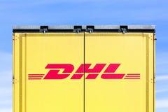Логотип DHL на тележке стоковые фотографии rf