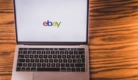 Логотип Ebay на экране компьютера Стоковые Фотографии RF