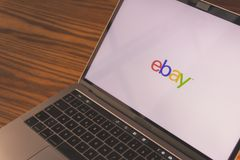 Логотип Ebay на экране компьютера Стоковая Фотография