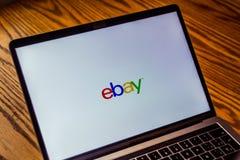 Логотип Ebay на экране компьютера Стоковое Изображение RF