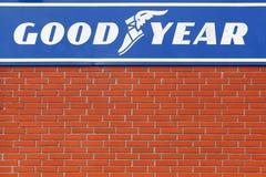 Логотип Goodyear на стене Стоковое фото RF
