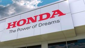 Логотип Honda на современном фасаде здания Редакционный перевод 3D Стоковое Фото
