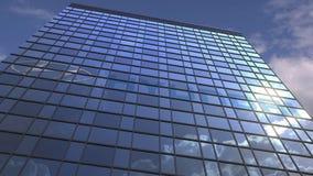 Логотип HYUNDAI против неба современного здания отражая и облаков, редакционной анимации видеоматериал