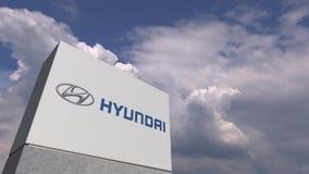 Логотип HYUNDAI против предпосылки неба, редакционной анимации видеоматериал