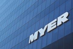 Логотип Myer на стене Стоковая Фотография