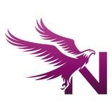 Логотип n инициала хоука вектора фиолетовый храбрый Стоковые Изображения