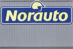 Логотип Norauto на стене Стоковые Изображения