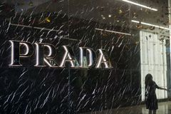 Логотип Prada на фасаде магазина на моле долины Westfield справедливом Стоковая Фотография