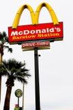 Логотип ` s McDonald на поляке стоковое фото rf