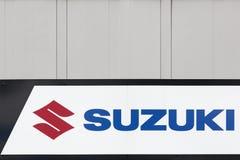 Логотип Suzuki на стене Стоковое Изображение RF