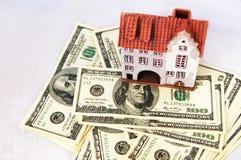 Ложа игрушки на долларах кучи Стоковая Фотография RF