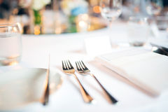 Ложка и вилка на обедающем свадьбы таблицы Стоковое Изображение