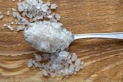 Ложка и соль стоковые изображения