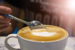 Ложка кофе в кружке кофе Стоковое Изображение RF