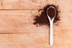 Ложка кофе приправленного землей Стоковое фото RF