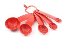 ложки красного цвета измерения стоковая фотография rf