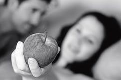 Ложь человека и женщины в кровати Стоковые Фотографии RF