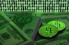 2 лож bitcoins на куче долларовых банкнот на предпосылке монитора показывая бинарный код ярких ых-зелен нулей и одного u Стоковые Фотографии RF