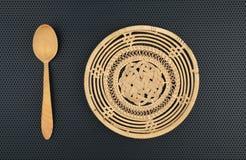 Лоза корзины handmade и деревянная ложка Стоковое Изображение RF