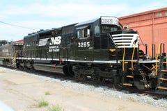 Локомотив 3265 Норфолка южный железнодорожный на PA Altoona Стоковые Фото