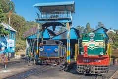 Локомотив полинянный на индийском железнодорожном пути Стоковые Фотографии RF