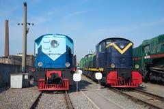 Локомотив TE5-20 и американский локомотив Da20-09 в центральном музее железной дороги Oktyabrskaya Санкт-Петербург Стоковое Изображение