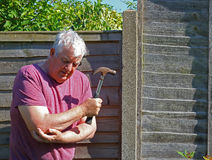 Локоть артрита старшего человека стоковая фотография rf