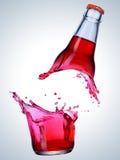 Ломать бутылку стоковые изображения