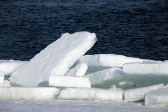 Ломать льда на реке весной Стоковая Фотография RF