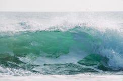 Ломающ конец зеленой волны вверх Стоковое Фото