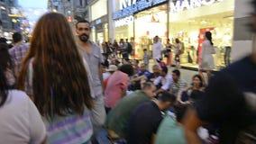Ломающ Рамазан быстро на улице Istiklal акции видеоматериалы