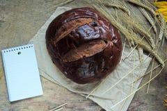 Ломоть хлеба и пшеница ушей Стоковые Фотографии RF