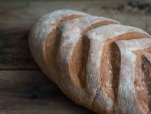 Ломоть хлеба на деревянной предпосылке Стоковые Изображения RF