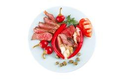 Ломтики говядины жаркого на тарелке Стоковые Фото