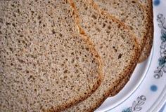 ломтики плиты хлеба стоковое изображение
