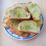 ломтики хлеба служят плитой, котор стоковые фото