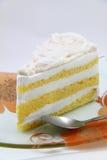 ломтик сливк кокоса торта свежий Стоковое Фото