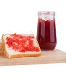 Ломтик хлеба с вареньем клубники Стоковые Фотографии RF
