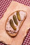 Ломтик хлеба с сосиской печенки Стоковое Изображение RF