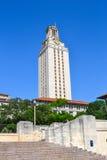 Лонгхорны башни Техасского университета UT Стоковая Фотография