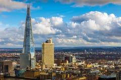 Лондон, Англия - вид с воздуха черепка, небоскреб ` s Лондона самый высокий на заходе солнца стоковая фотография