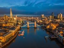 Лондон, Англия - воздушный взгляд горизонта Лондона включая iconicLondon, Англию - воздушный взгляд горизонта Лондона включая ико Стоковые Фотографии RF