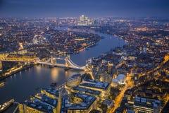 Лондон, Англия - воздушный взгляд горизонта Лондона с иконическим Стоковое Изображение RF