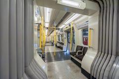 ЛОНДОН, АНГЛИЯ - 18-ОЕ АВГУСТА 2016: Поезд Лондона подземный Линия района пусто Отсутствие людей Стоковая Фотография