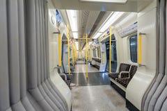 ЛОНДОН, АНГЛИЯ - 18-ОЕ АВГУСТА 2016: Поезд Лондона подземный Линия района пусто Отсутствие людей Стоковые Фотографии RF