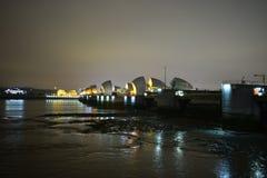 Лондон Великобритания 02/12/2017 Барьеры потока реки тем Стоковое Фото